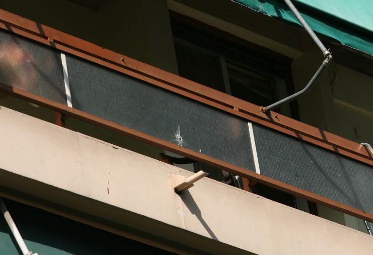 Θεσσαλονίκη: Είδαν μια γυναίκα να πέφτει από το μπαλκόνι του σπιτιού της! | Newsit.gr