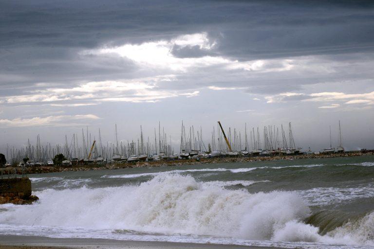 Από θαύμα σώθηκε 21χρονος στο Λασίθι που παρασύρθηκε από τα κύματα | Newsit.gr