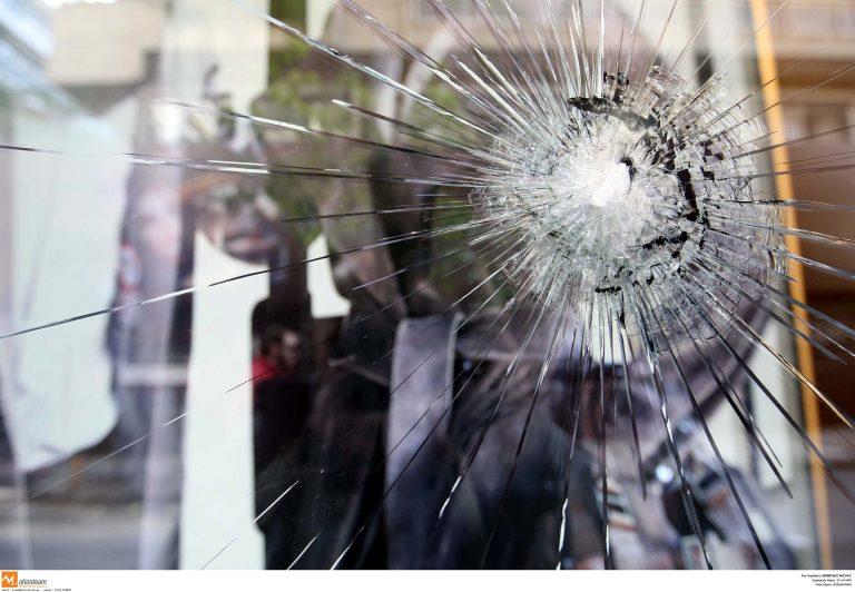 Η τζαμαρία έσπασε αλλά τα ΑΤΜ δεν άνοιγαν με τίποτα! | Newsit.gr