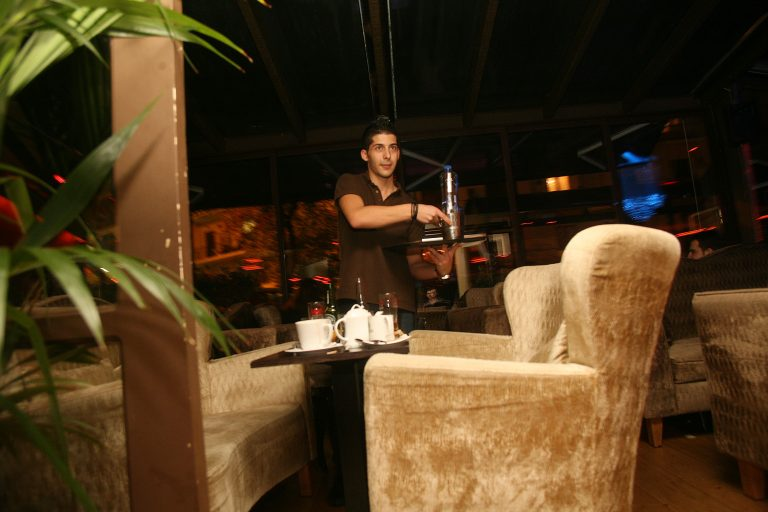Κόρινθος: Συνεχίζουν να μην πηγαίνουν στις καφετέριες μόνο για καφέ… | Newsit.gr