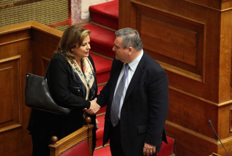 Κατσέλη:»Δεν θα ψηφίσω μειώσεις μισθών» – Καστανίδης: «Οχι στην κατάργηση των ΣΣΕ» | Newsit.gr