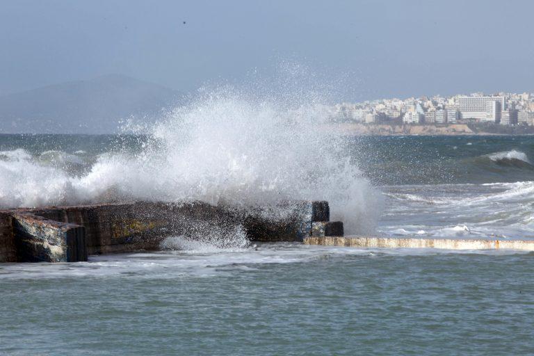 Σπέτσες: Δεν μπόρεσε να δέσει πλοίο λόγω της κακοκαιρίας!   Newsit.gr