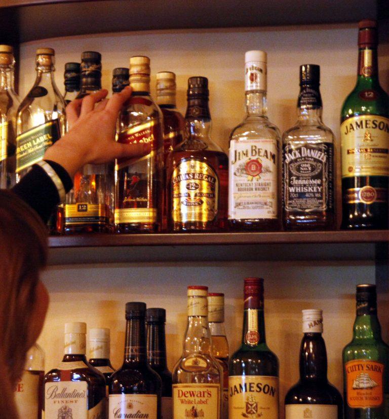 Δράμα: Το μπαρ δεν σέρβιρε μονο ποτά μετά τα μεσάνυχτα… | Newsit.gr