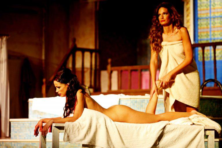 Η σέξι Εύα, στη…γυμνή θεατρική παράσταση του χειμώνα! | Newsit.gr
