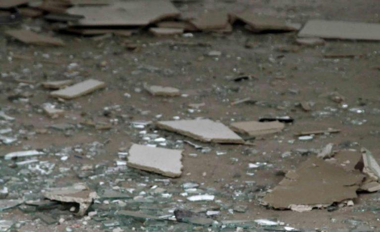 Καμένα Βούρλα: Έσπασαν με βαριοπούλες τη τζαμαρία κοσμηματοπωλείου για να το «αδειάσουν» | Newsit.gr