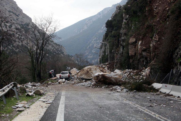 Τρίκαλα: Κατολισθήσεις »έκοψαν» δρόμο σε 3 σημεία! | Newsit.gr