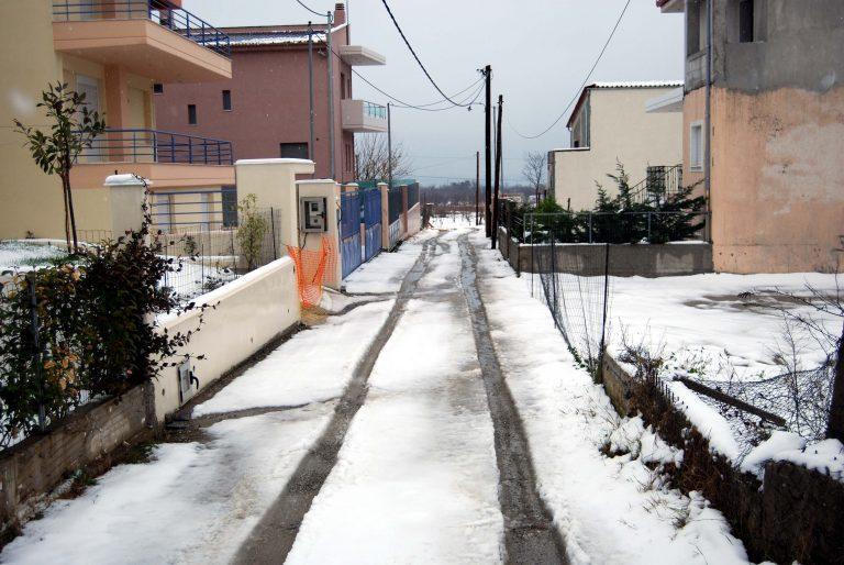Θεσσαλία: Αποκλεισμένα χωριά από τα χιόνια! | Newsit.gr