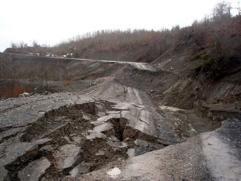 Αφανίστηκε» ο δρόμος Ζαχάρως-Αρτέμιδας! – Συγκλονιστικό βίντεο   Newsit.gr