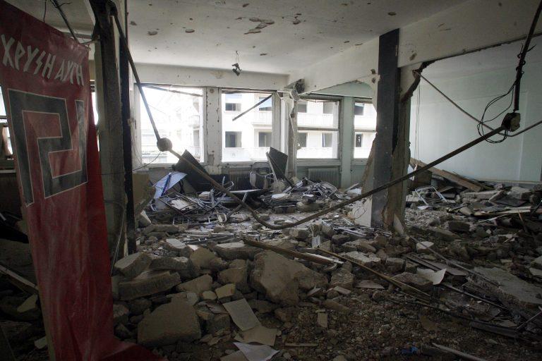 Καβάλα: Γκαζάκια στα γραφεία της Χρυσής Αυγής και της Πατριωτικής Κίνησης Πολιτών! | Newsit.gr