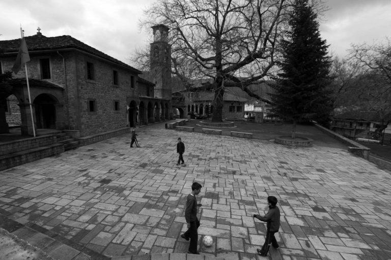 Κοζάνη:Είδαν τον 14χρονο φίλο τους να »σβήνει» πάνω στο παιχνίδι!   Newsit.gr