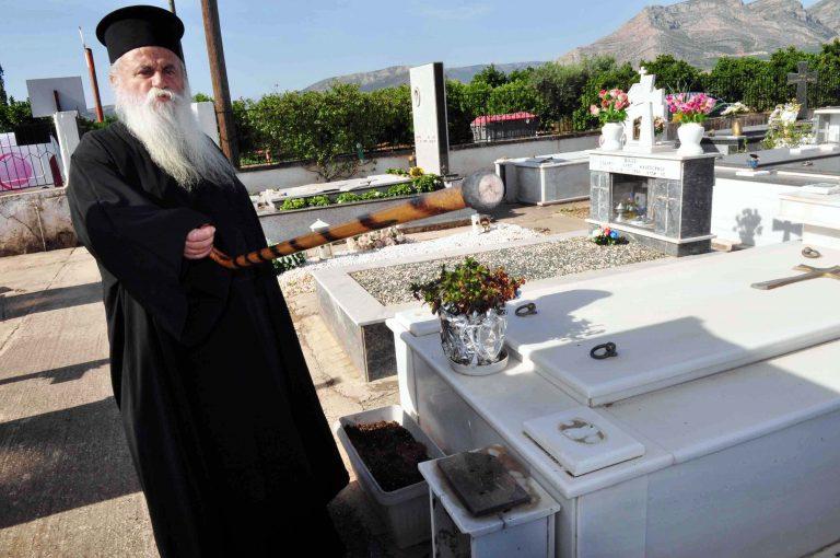 Πάτρα: Ρήμαξαν τρία νεκροταφεία | Newsit.gr
