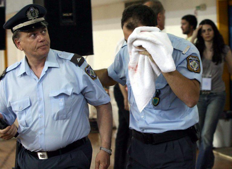 Ζάκυνθος: Χτύπησαν αστυνομικό με πέτρα στο κεφάλι!   Newsit.gr