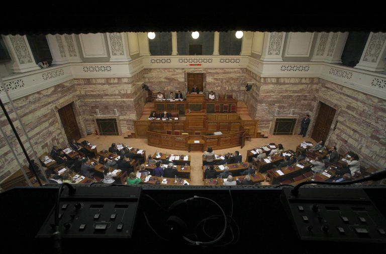 Διαψεύδει η κυβέρνηση τα περί ευνοϊκής ρύθμισης για τους υπαλλήλους της Βουλής   Newsit.gr