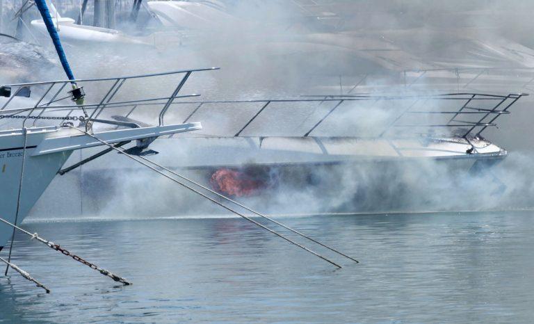Πυρκαγιές σε σκάφη σε Κρήτη και Ωρωπό | Newsit.gr