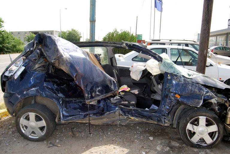 Λακωνία: Αυτοκίνητο »καρφώθηκε» σε ελαιόδεντρο! | Newsit.gr