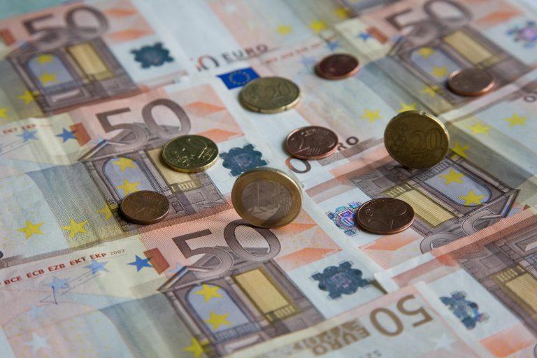 Πόσα χρωστούν τα υπουργεία και τα ασφαλιστικά ταμεία στους ιδιώτες | Newsit.gr