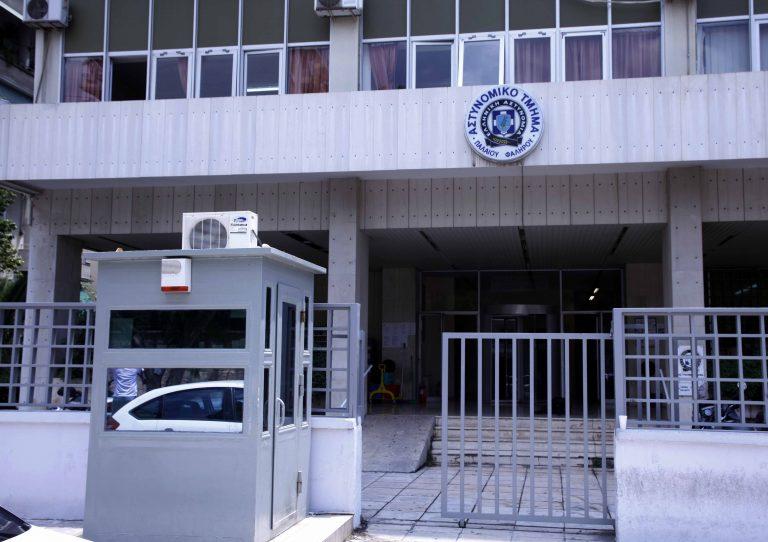 Κορινθία: Εισβολή του »Δεν Πληρώνω» σε αστυνομικό τμήμα!   Newsit.gr
