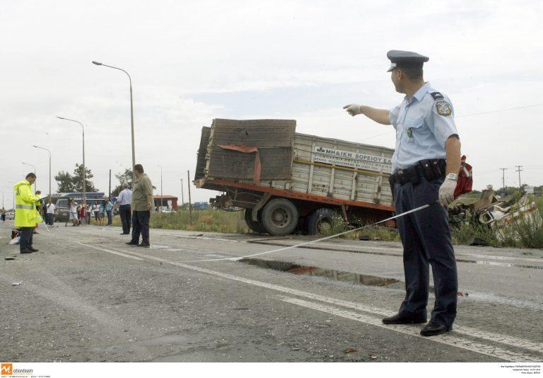 Θεσσαλονίκη: Οδηγός φορτηγού σκοτώθηκε στην άσφαλτο | Newsit.gr