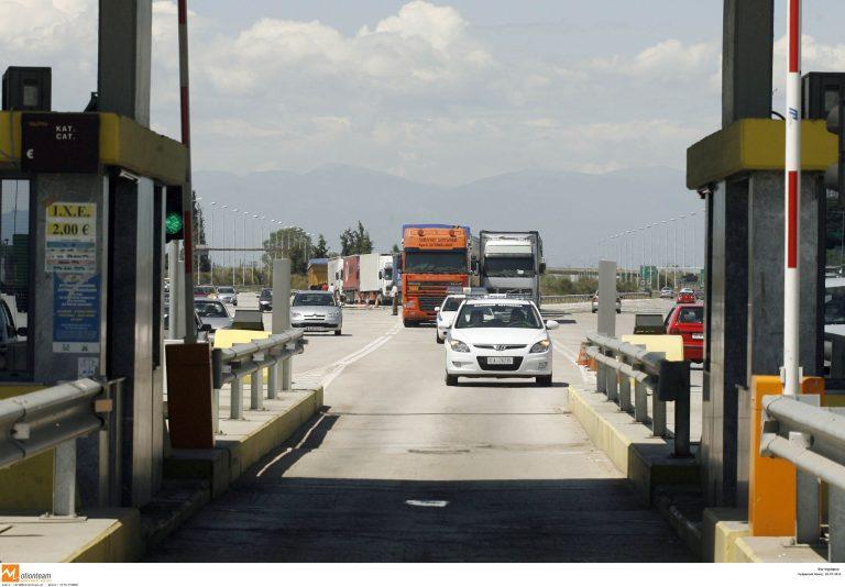 Αρκαδία: Μπλόκο φορτηγατζήδων στα διόδια Νεστάνης | Newsit.gr