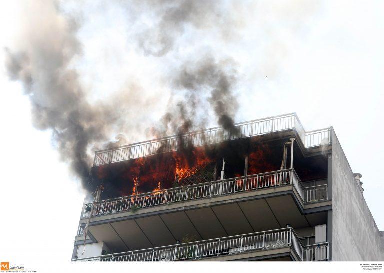 Πρωτοχρονιά με πυρκαγιά έκαναν στη Θεσσαλονίκη | Newsit.gr