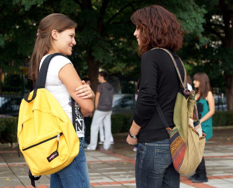 Μαθήτρια Λυκείου της Καλαμάτας επιτέθηκε με σουγιά σε συμμαθήτριά της | Newsit.gr