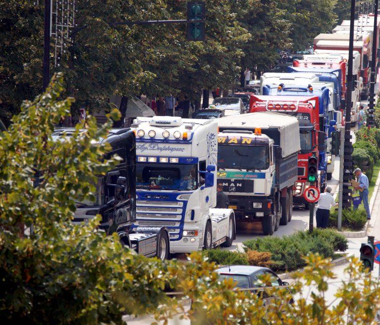 Φθιώτιδα:»Ίσως πρέπει να τους δείρουμε» λένε οι φορτηγατζήδες! | Newsit.gr