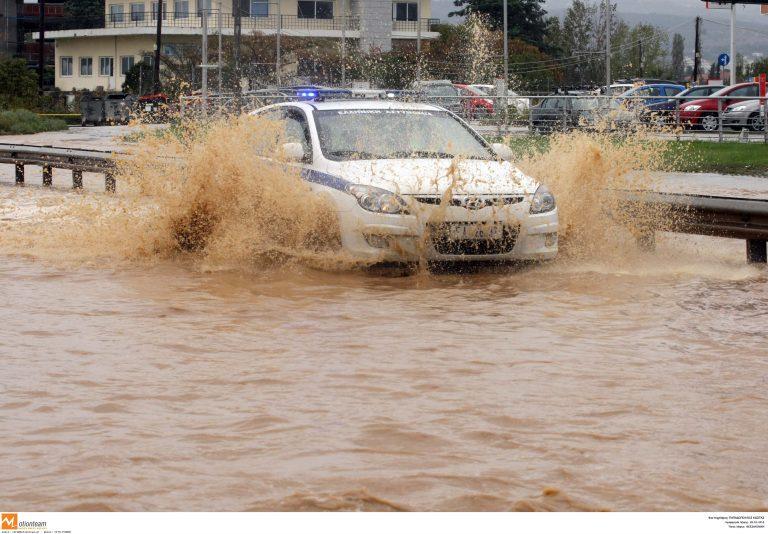 Κακοκαιρία: Οδηγίες της τροχαίας για τους οδηγούς | Newsit.gr