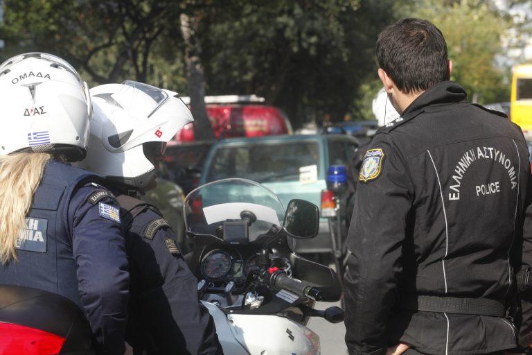 Δράμα: Αστυνομικοί πιάστηκαν στα χέρια σε μπλόκο! | Newsit.gr