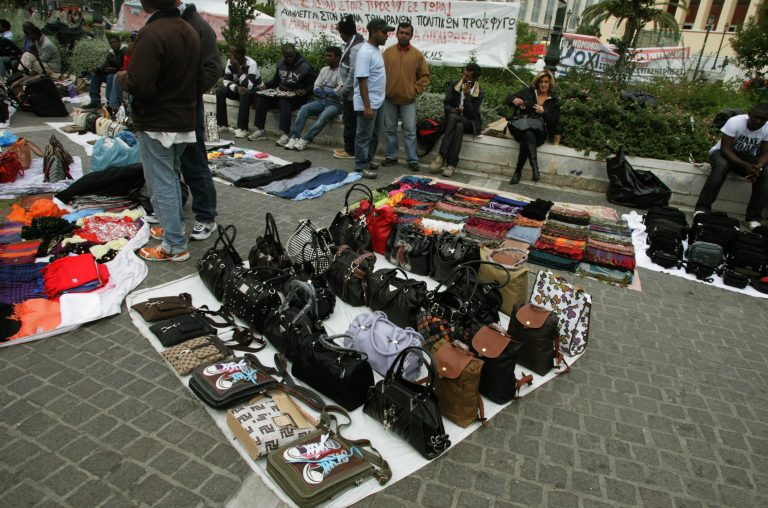 Θεσσαλονίκη: Επιχείρηση-σκούπα σε πάγκους μικροπωλητών! | Newsit.gr