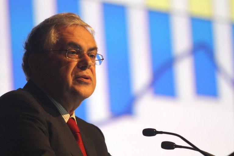 REUTERS: Παπαδήμο θέλουν για πρωθυπουργό βουλευτές | Newsit.gr