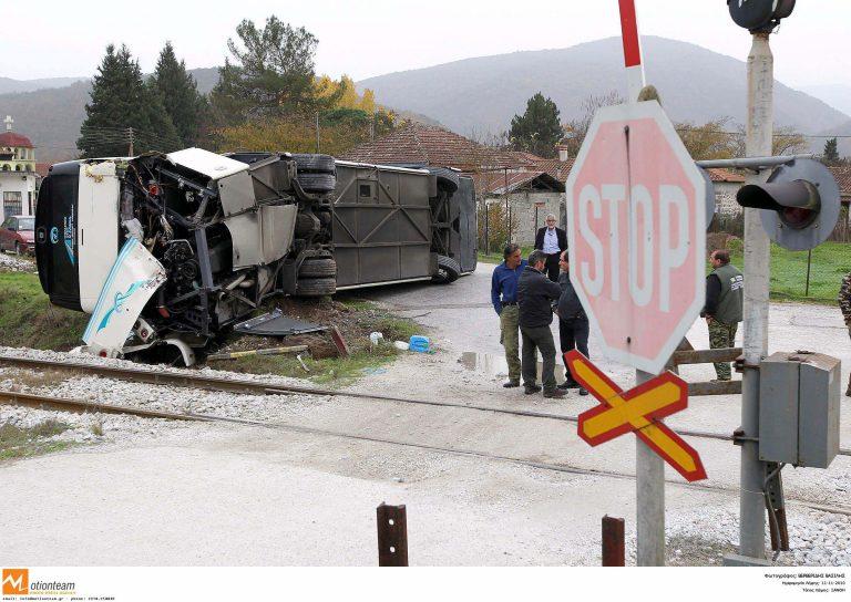 Σύγκρουση αμαξοστοιχίας της ΤΡΑΙΝΟΣΕ με νταλίκα στη Λάρισα | Newsit.gr