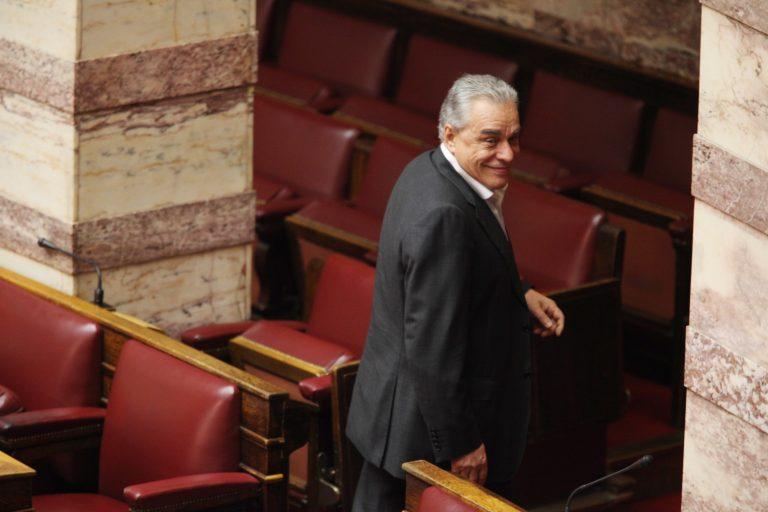 Γιακουμάτος: Απείλησα τους Αγανακτισμένους ότι αν παραιτηθώ θα έρθει στην θέση μου η Πετραλιά! | Newsit.gr