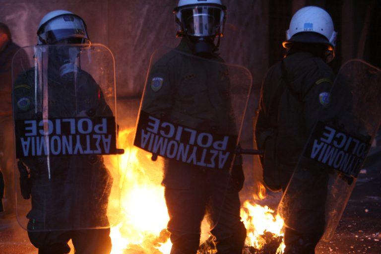 Χανιά: Χτύπησαν αστυνομικούς και έβαλαν φωτιές σε κάδους!   Newsit.gr