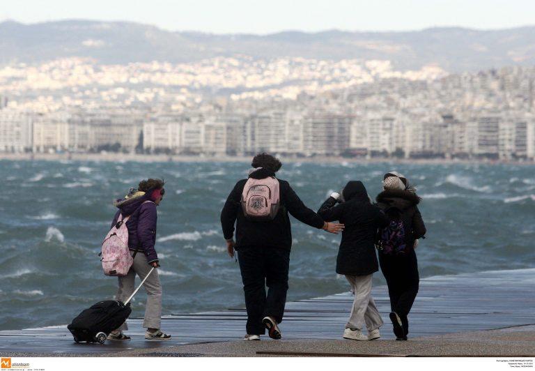 Μακεδονία: Προβλήματα σε γειτονιές και δρόμους λόγω κακοκαιρίας-Που χρειάζονται αλυσίδες | Newsit.gr