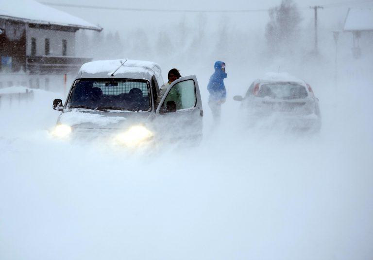 Βόρεια Ελλάδα: Συνεχίζεται η χιονόπτωση – Προβλήματα στους δρόμους! | Newsit.gr