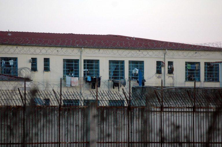 Λάρισα: »Ιπτάμενη» ηρωίνη στη στέγη των φυλακών!   Newsit.gr