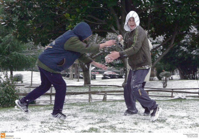 Μακεδονία: Λευκό παντού – Κλειστά σχολεία και προβλήματα στους δρόμους! | Newsit.gr