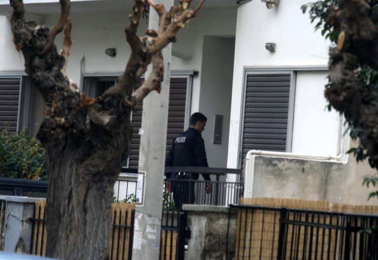 Ψάχνουν τον μασκοφόρο που εκτέλεσε την 33χρονη με μια σφαίρα στο κεφάλι μπροστά στο κοριτσάκι της | Newsit.gr