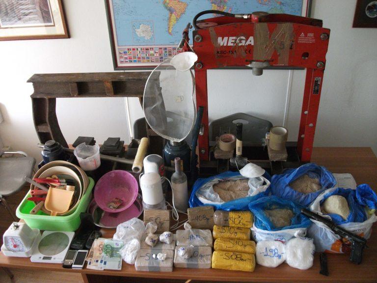 Λάρισα: Βρήκαν τα ναρκωτικά μέσα στο σπίτι του! | Newsit.gr