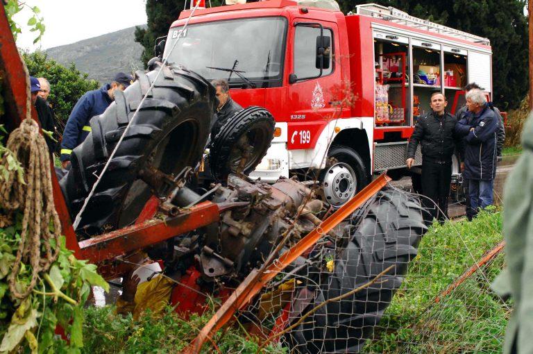 Πάτρα: Αγρότης καταπλακώθηκε από το τρακτέρ του! Δείτε το βίντεο | Newsit.gr