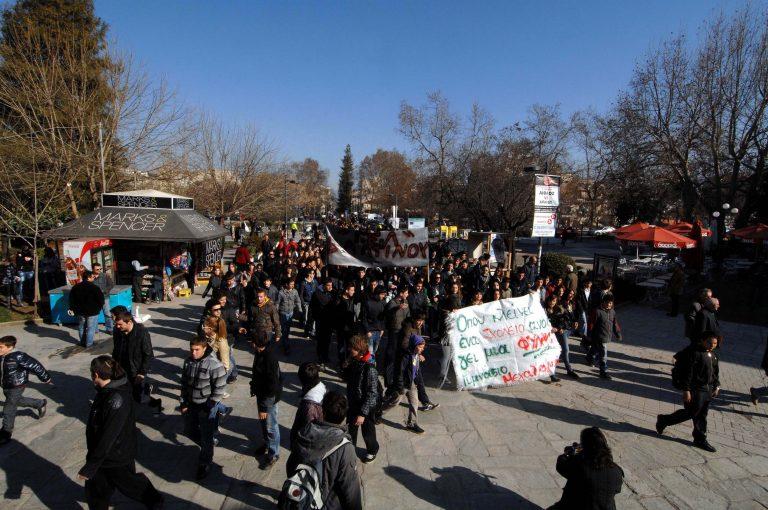 Πάτρα: Συγκέντρωση διαμαρτυρίας για τις συνενώσεις σχολείων | Newsit.gr
