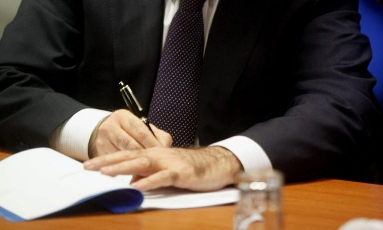 Έβαλαν την υπογραφή τους υπέρ του μνημονίου | Newsit.gr