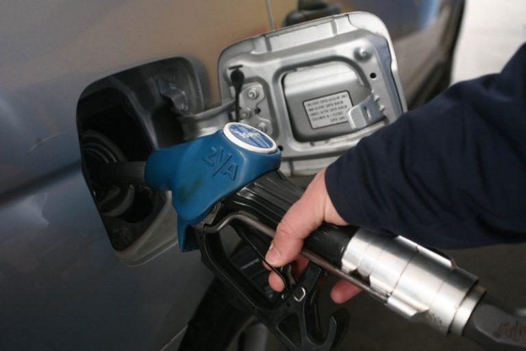 Πετάει – πετάει η αμόλυβδη και το πετρέλαιο – Πόσο θα κοστίσει το γέμισμα για το τριήμερο της Κ.Δευτέρας | Newsit.gr