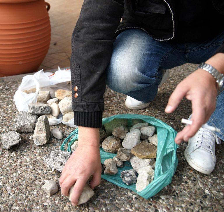 Λιθοβόλησαν το σπίτι γνωστού εργολάβου στα Τρίκαλα | Newsit.gr