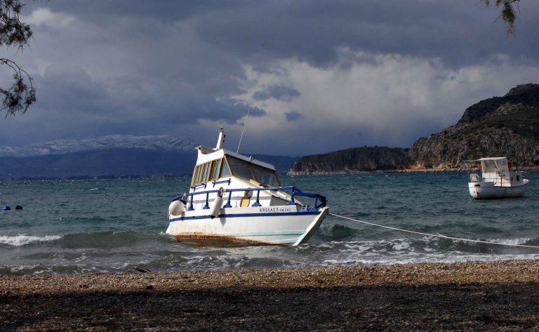 Βρέθηκαν σε βάρκα νοτιοδυτικά της Κέρκυρας | Newsit.gr