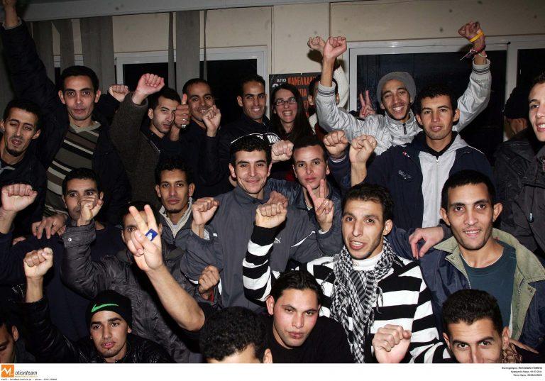 Στο λιμάνι της Σούδας έφτασαν οι μετανάστες της Υπατίας   Newsit.gr
