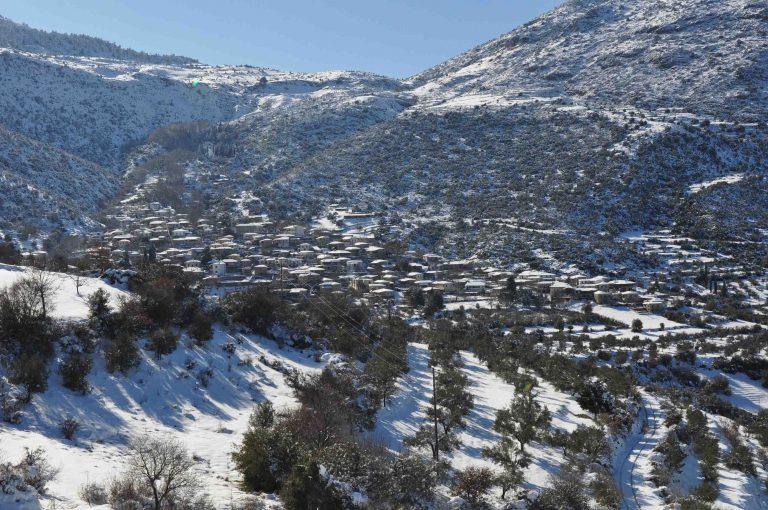 Ευρυτανία: Χιόνι και τσουχτερό κρύο – Δείτε το βίντεο! | Newsit.gr
