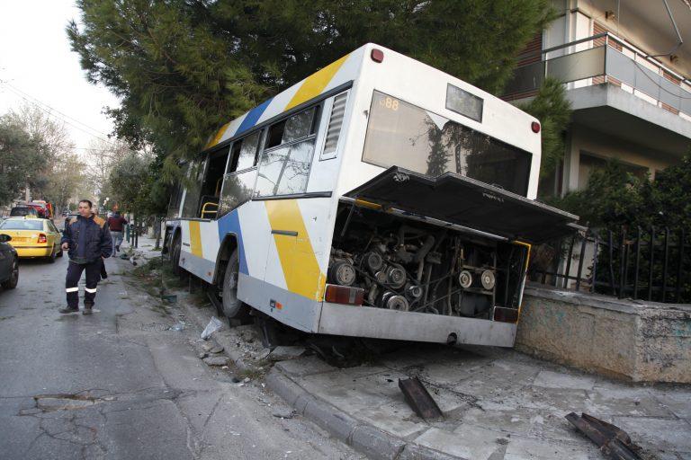 Θεσσαλονίκη: Αιματηρή σύγκρουση λεωφορείου με αυτοκίνητο – Νεκρός ο οδηγός του ΙΧ! | Newsit.gr