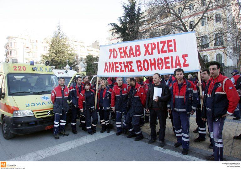 Θεσσαλονίκη: Ο Λευκός Πύργος γέμισε ασθενοφόρα | Newsit.gr