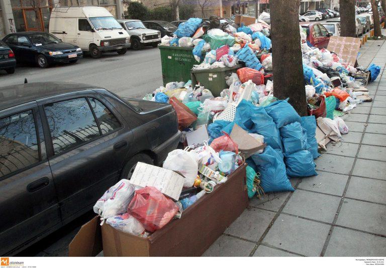 Τρίκαλα: Τα σκουπίδια παίρνουν… ύψος!   Newsit.gr